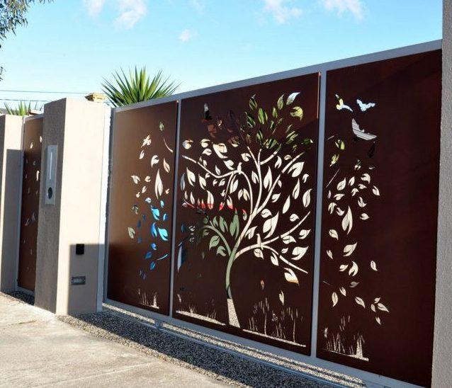 درب ساخته شده توسط ابزار های سی ان سی ولیزر با امکان ساخت توسط انواع متریال فلزی، چوبی و موارد دیگر