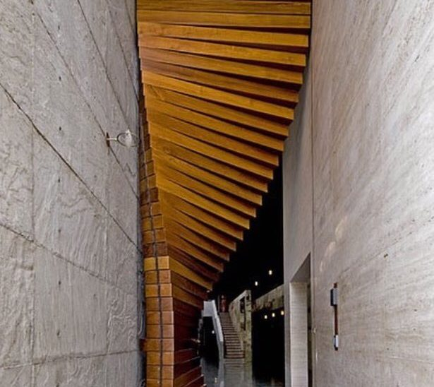 عکس درب چوبی ساخته شده با cnc و لیزر با طرح پارامتریک
